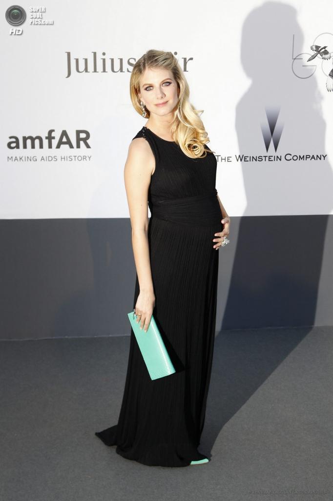 Франция. Кап д'Антиб. 23 мая. Актриса Мелани Лоран на благотворительном вечере amfAR в рамках Каннского кинофестиваля. (EPA/ИТАР-ТАСС/IAN LANGSDON)