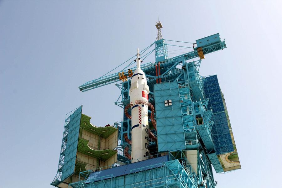 Три китайских космонавта отправятся на орбиту (4 фото)