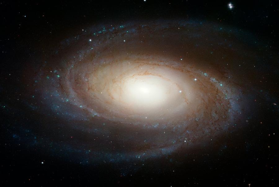 Спиральный идеал: Галактика Боде (3 фото + HD-видео)