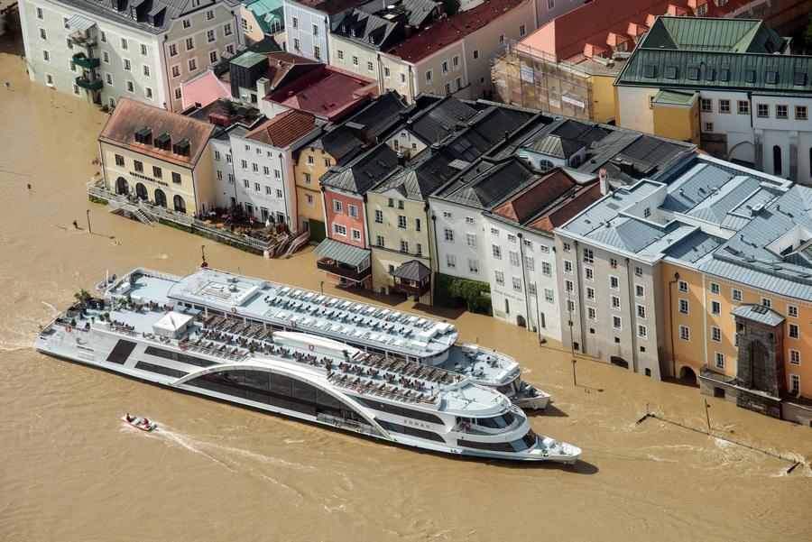 Германия. Пассау, Бавария. 5 июня. Последствия наводнения. (EPA/ИТАР-ТАСС/ARMIN WEIGEL)