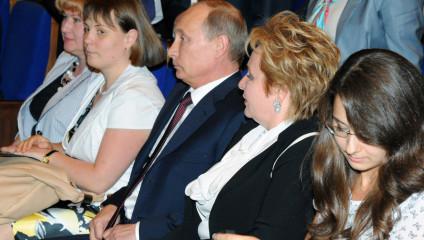Владимир Путин разводится с супругой (2 фото + видео)