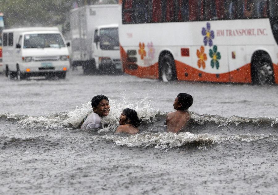 Манилу затопило (10 фото)