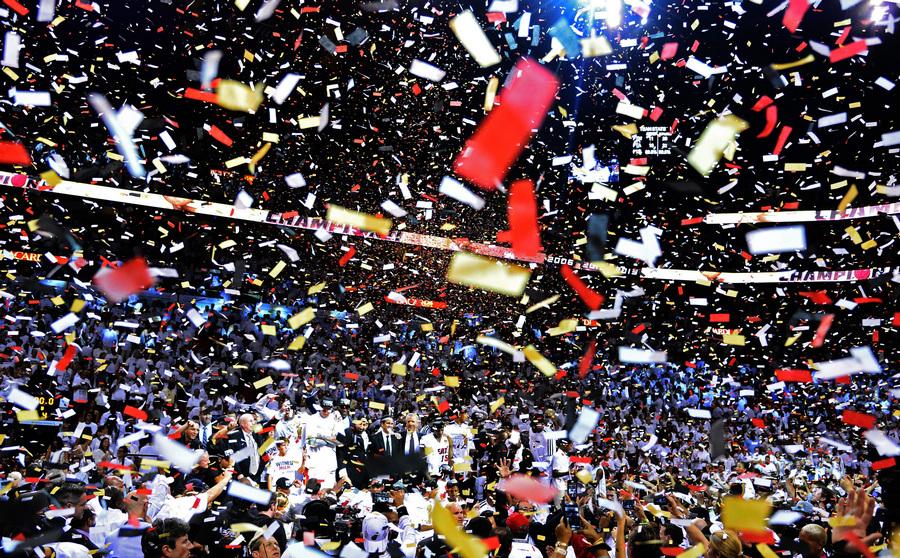 США. Майами, Флорида. 20 июня. «Майами Хит» празднует победу в финальной серии плей-офф НБА. (EPA/ИТАР-ТАСС/LARRY W. SMITH)