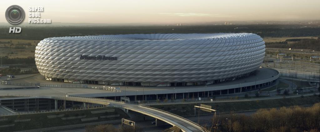 Германия. Мюнхен, Бавария. Футбольный стадион «Альянц Арена». (Richard Bartz)
