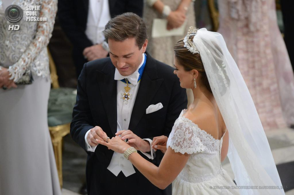 Швеция. Стокгольм. 8 июня. Во время церемонии бракосочетания принцессы Мадлен и Кристофера О'Нилла. (EPA/ИТАР-ТАСС/FREDRIK SANDBERG)