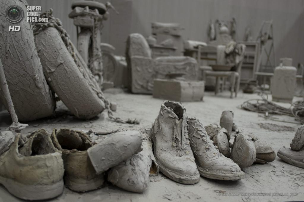Швейцария. Базель. 10 июня. Инсталляция «Purification Room» китайского художника Чэнь Чжэня на выставке современного искусства Art Basel. (EPA/ИТАР-ТАСС/GEORGIOS KEFALAS)