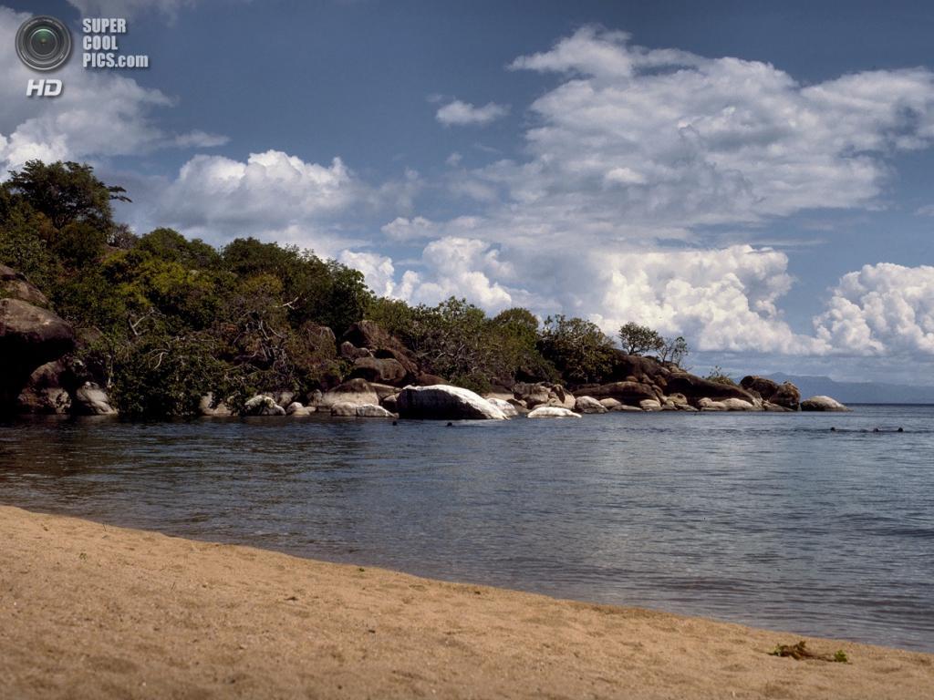 Мозамбик, Танзания, Малави. Озеро Ньяса. Наибольшая глубина — 706 м. (Hans Hillewaert)