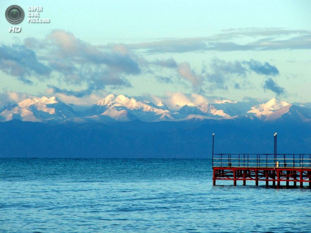 Киргизия. Озеро Иссык-Куль. Наибольшая глубина — 702 м. (alexok55)