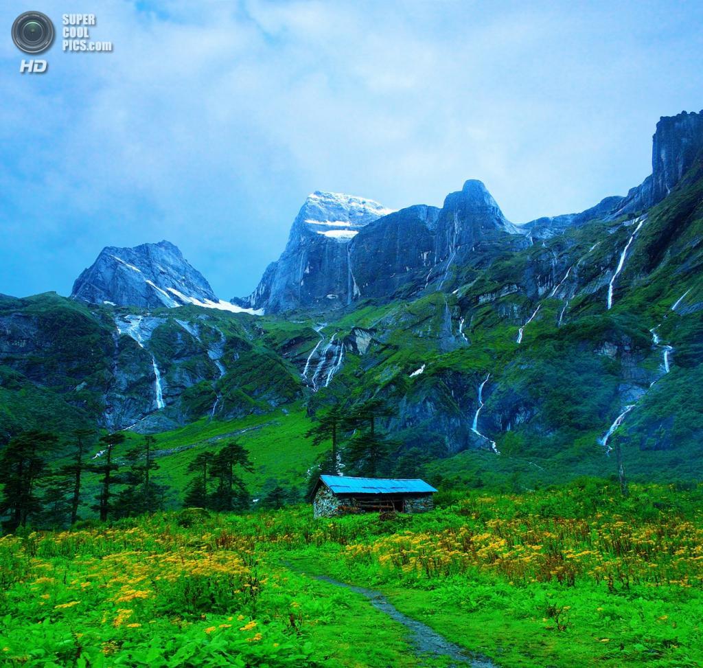 На границе Непала и Китая. Горная системаГималаи. Макалу. Высота вершины 8 485 м.  (Dhilung)