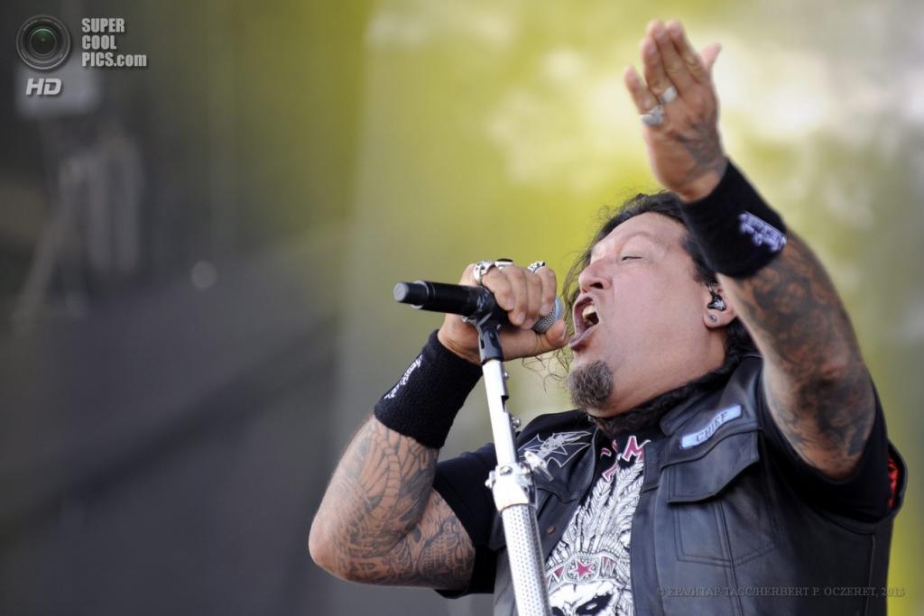 Австрия. Бургенланд. 14 июня. Вокалист американской метал-группы Testament Чак Билл на фестивале Nova Rock 2013. (EPA/ИТАР-ТАСС/HERBERT P. OCZERET)