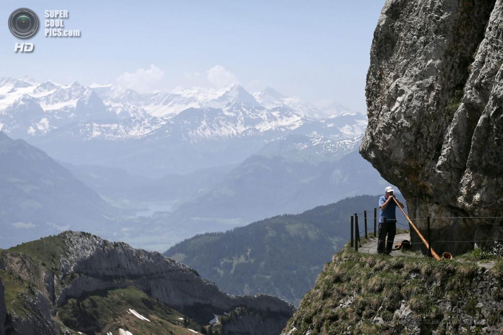 Швейцария. Пилатус. 18 июня. (EPA/ИТАР-ТАСС/ALEXANDRA WEY)