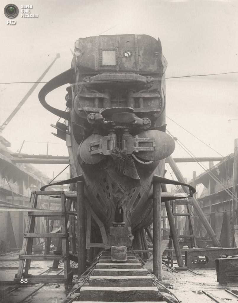 Великобритания. Уолсенд, Тайн-энд-Уир, Англия. 1918 год. Четыре носовых торпедных аппарата и передние горизонтальные рули немецкой подлодки SM UB-110. (Tyne & Wear Archives & Museums)