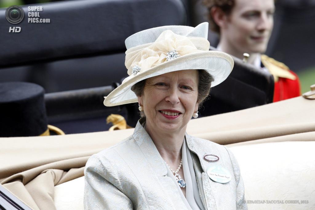 Великобритания. Аскот, Беркшир. 20 июня. Принцесса Анна во время «Ladies Day» на скачках «Royal Ascot». (EPA/ИТАР-ТАСС/TAL COHEN)