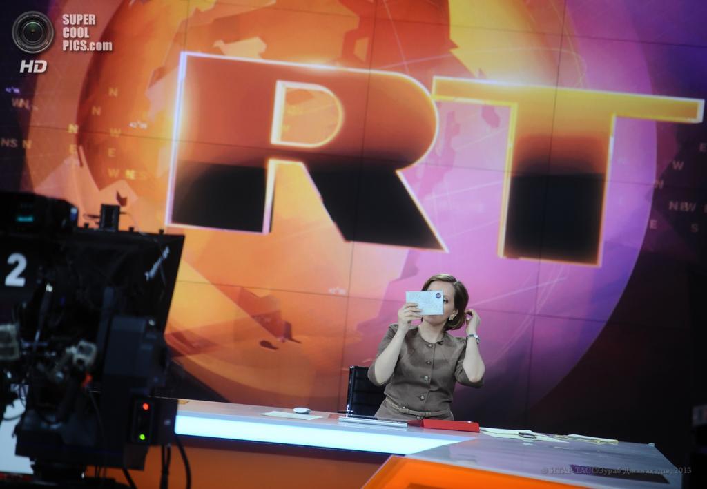 Россия. Москва. 10 июня. Английская студия телеканала Russia Today. (ИТАР-ТАСС/Зураб Джавахадзе)