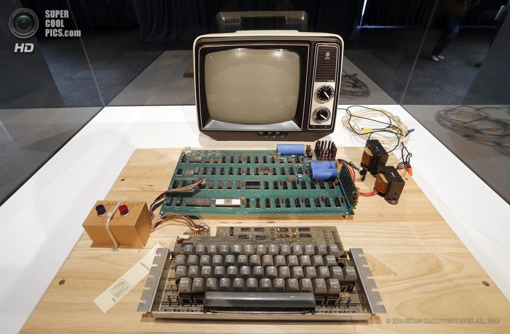 США. Маунтин-Вью, Калифорния. 24 июня. Apple-1, выставленный в Музее компьютерной истории. (EPA/ИТАР-ТАСС/TONY AVELAR)