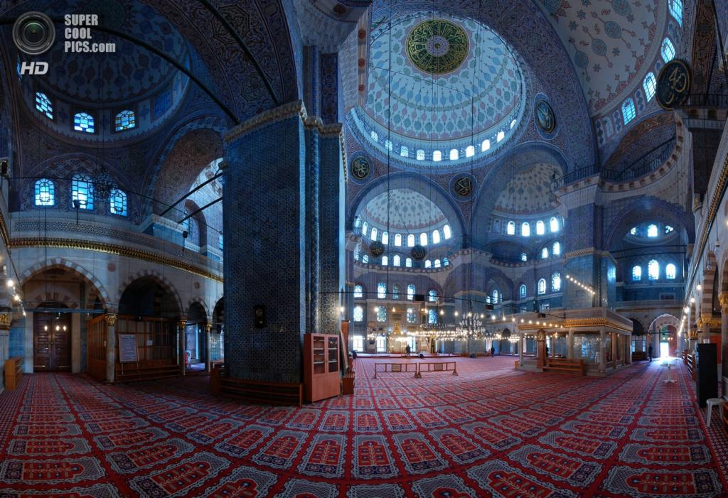 Голубая мечеть славится своим интерьером — при отделке было использовано более 20 000 белых и голубых изникских керамических изразцов ручной работы. (kalymnos77)