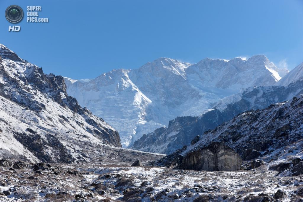 На границе Индии и Непала. Горная системаГималаи. Канченджанга. Высшая точка 8 586 м. (Neuda4nik)
