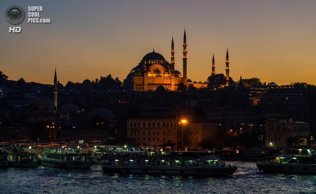 Сулеймание — самая большая мечеть в Стамбуле. Здание расположено в районе Вефа и вмещает одновременно 5 000 верующих. Дата строительства: 1550—1557 годы. (Alberto Bolchini)