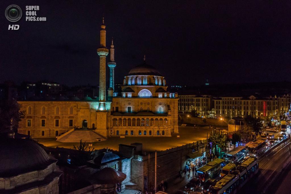 Лалели работы архитектора Мехмеда Тахира-аги — пример османского барокко. Мечеть расположена в районе Фатих и является последним имперским комплексом, построенным в Стамбуле. Дата строительства: 1760—1763 годы. (dr.kulak19)