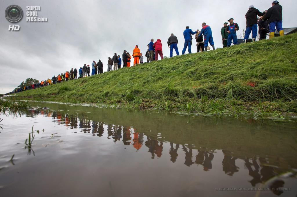 Германия. Вальшлебен, Тюрингия. 1 июня. Наводнение, вызванное затяжными дождями. (EPA/ИТАР-ТАСС/MICHAEL REICHEL)