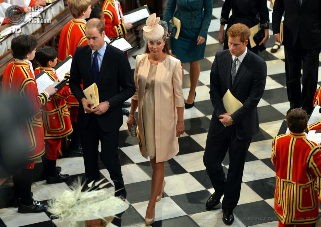 Великобритания. Лондон. 4 июня. Принц Уильям, герцогиня Кембриджская и принц Гарри на торжественной службе в Вестминстерском аббатстве в честь 60-й годовщины коронации королевы Елизаветы II. (EPA/ИТАР-ТАСС/Anthony Devlin)