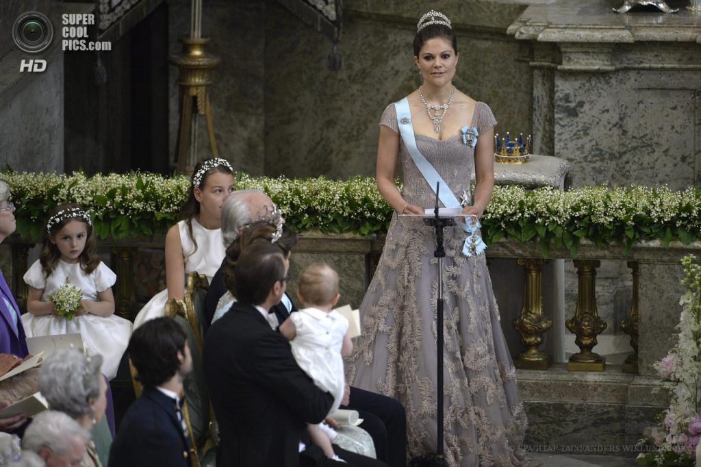 Швеция. Стокгольм. 8 июня. Кронпринцесса Виктория выступает во время церемонии бракосочетания принцессы Мадлен и Кристофера О'Нилла в  часовне Королевского дворца. (EPA/ИТАР-ТАСС/ANDERS WIKLUND)