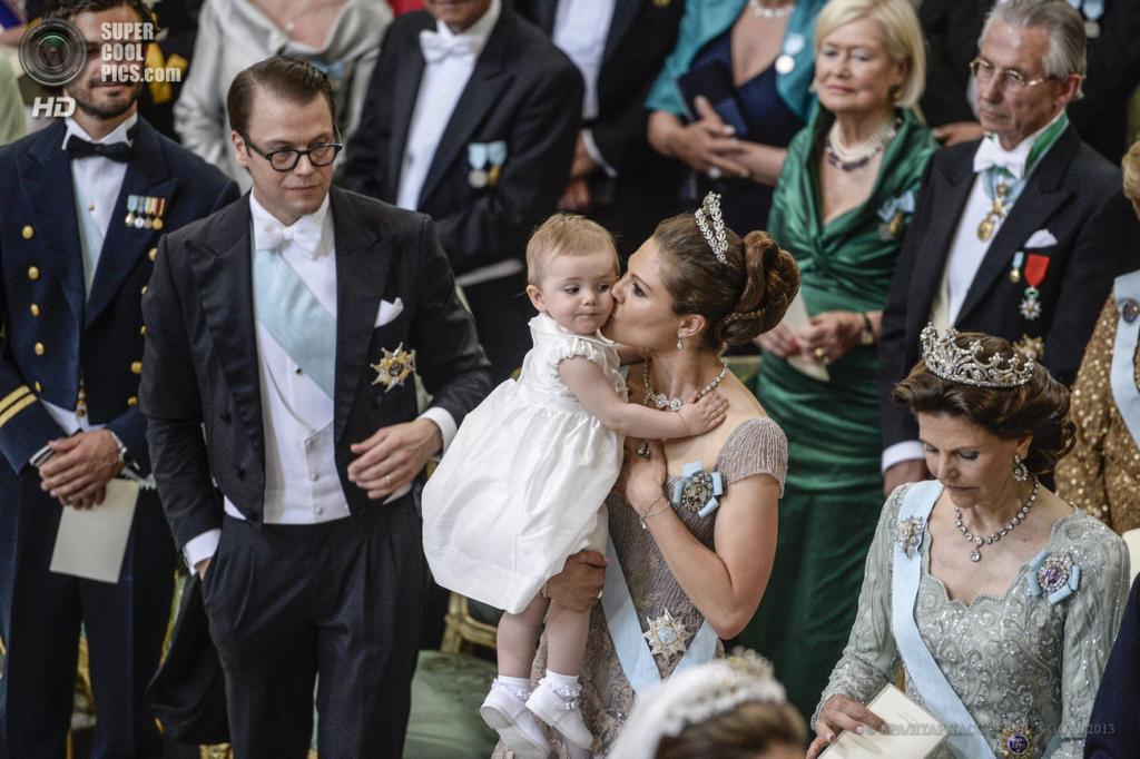 Швеция. Стокгольм. 8 июня. Во время церемонии бракосочетания принцессы Мадлен и Кристофера О'Нилла. (EPA/ИТАР-ТАСС/JESSICA GOW)
