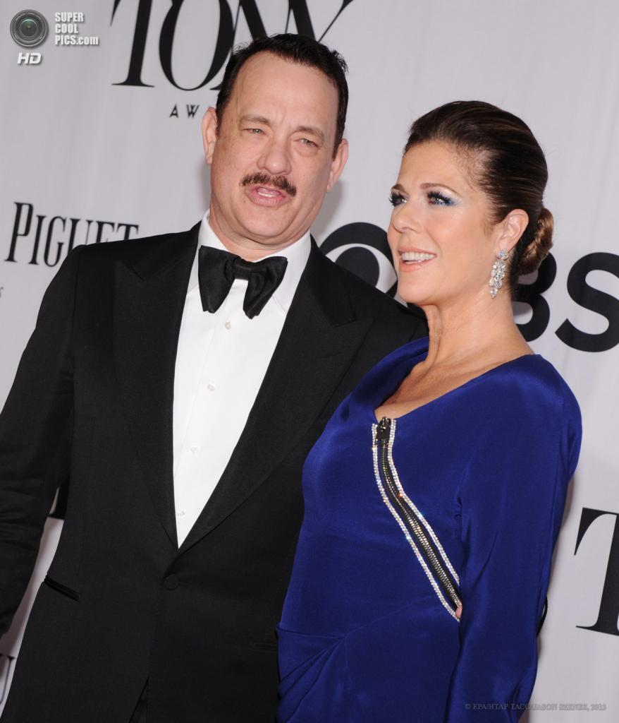 США. Нью-Йорк. 9 июня. Супруги Том Хэнкс и Рита Уилсон. (EPA/ИТАР-ТАСС/JASON SZENES)