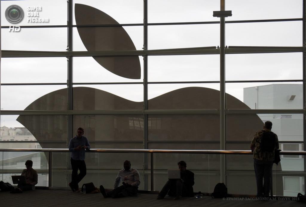 США. Сан-Франциско, Калифорния. 10 июня. На открытии всемирной конференции Apple для разработчиков WWDC 2013. (EPA/ИТАР-ТАСС/MONICA M. DAVEY)