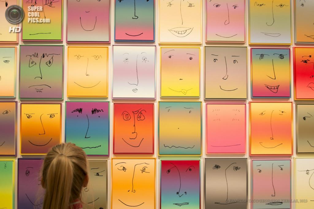 Швейцария. Базель. 10 июня. Инсталляция «Us» американского художника Роба Прюитта на выставке современного искусства Art Basel. (EPA/ИТАР-ТАСС/GEORGIOS KEFALAS)