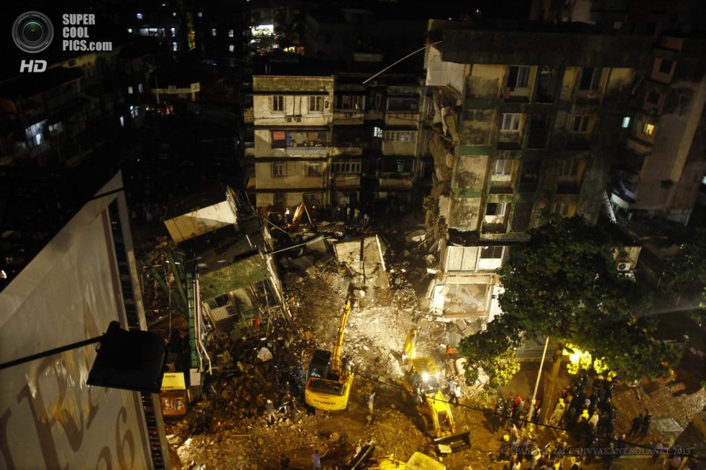 Индия. Мумбаи, Махараштра. 10 июня. На месте крушения многоэтажного дома. (EPA/ИТАР-ТАСС/DIVYAKANT SOLANKI)