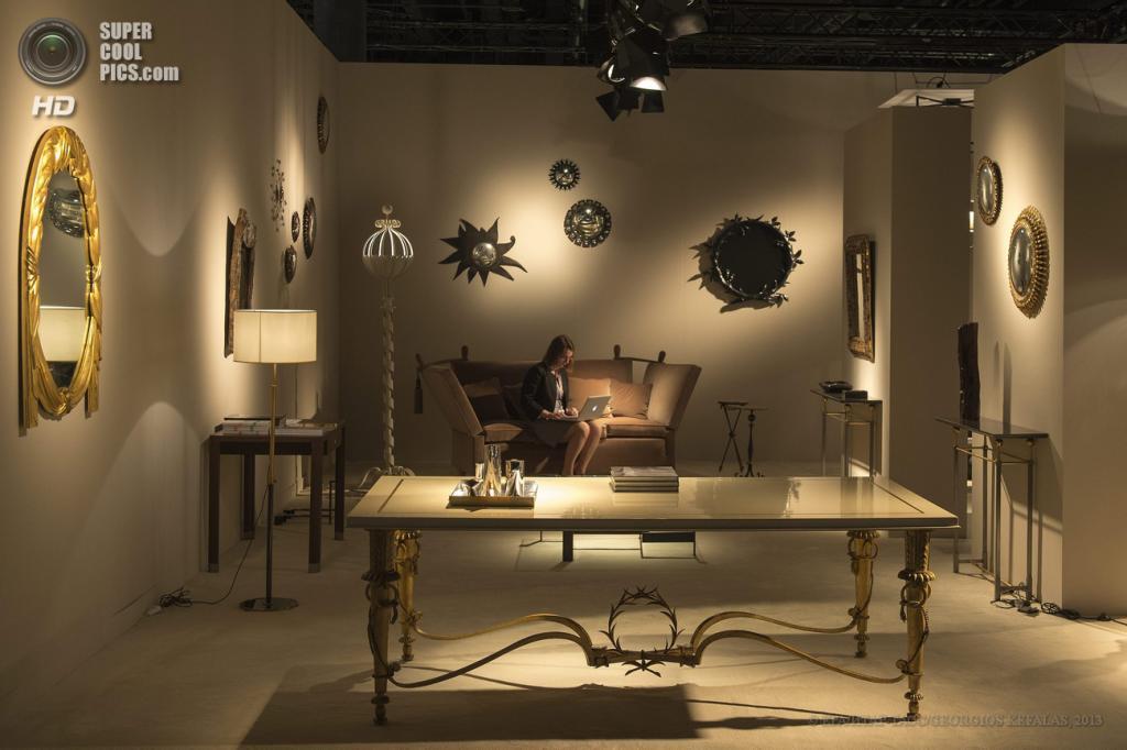 Швейцария. Базель. 13 июня. Стенд парижской галереи Chastel-Maréchal на выставке Design Miami/Basel 2013. (EPA/ИТАР-ТАСС/GEORGIOS KEFALAS)