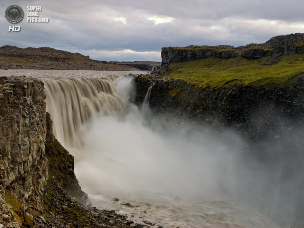 Исландия. Водопад Деттифосс в национальном парке Йёкульсаурглювуре. (Peter Nijenhuis)