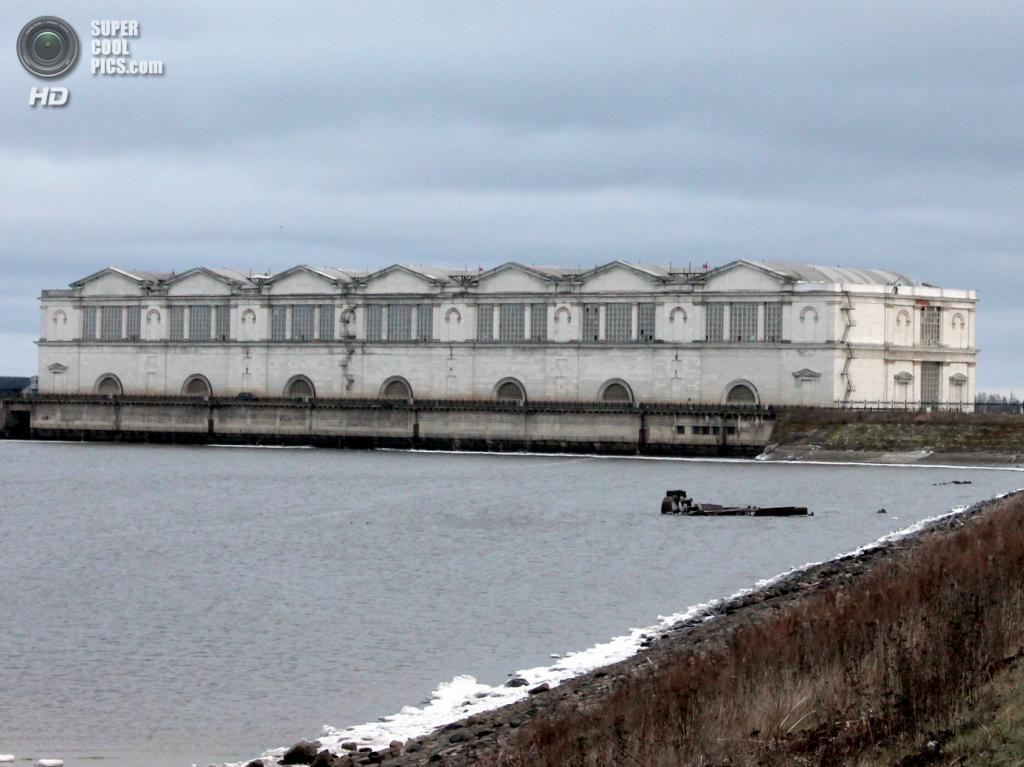 Здание Рыбинской ГЭС, вид с верхнего бьефа. (Сайга20К)