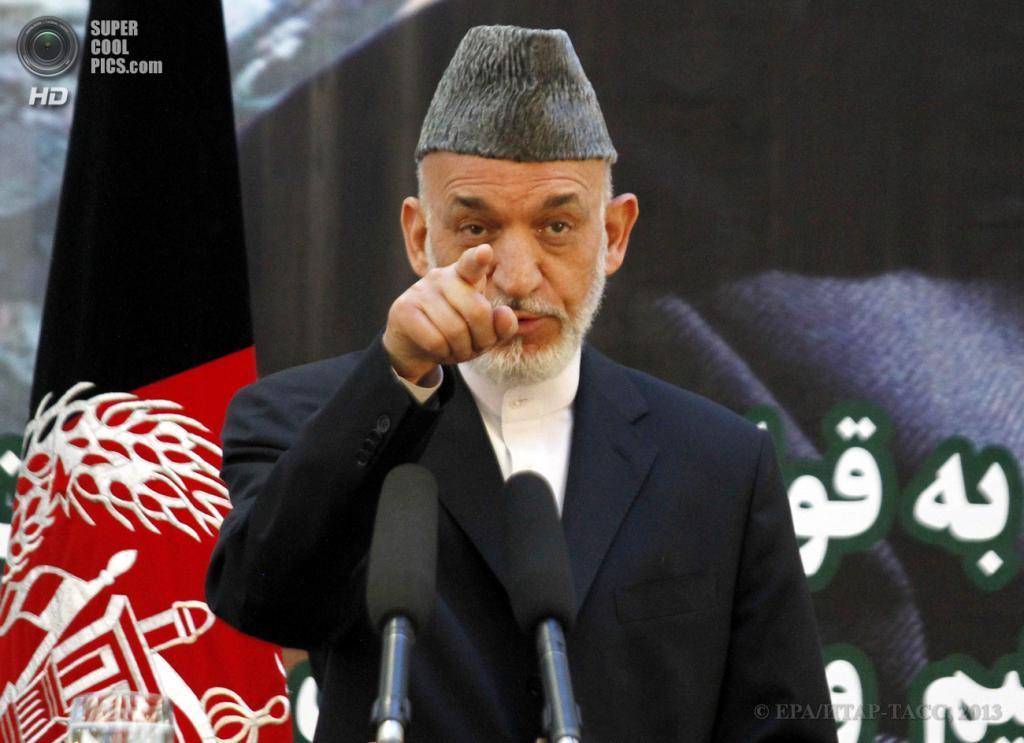 Афганистан. Кабул. 18 июня. Президент Афганистана Хамид Карзай во время церемонии передачи силами НАТО полной ответственности за обеспечение безопасности в стране властям Афганистана. (EPA/ИТАР-ТАСС/S. SABAWOON)