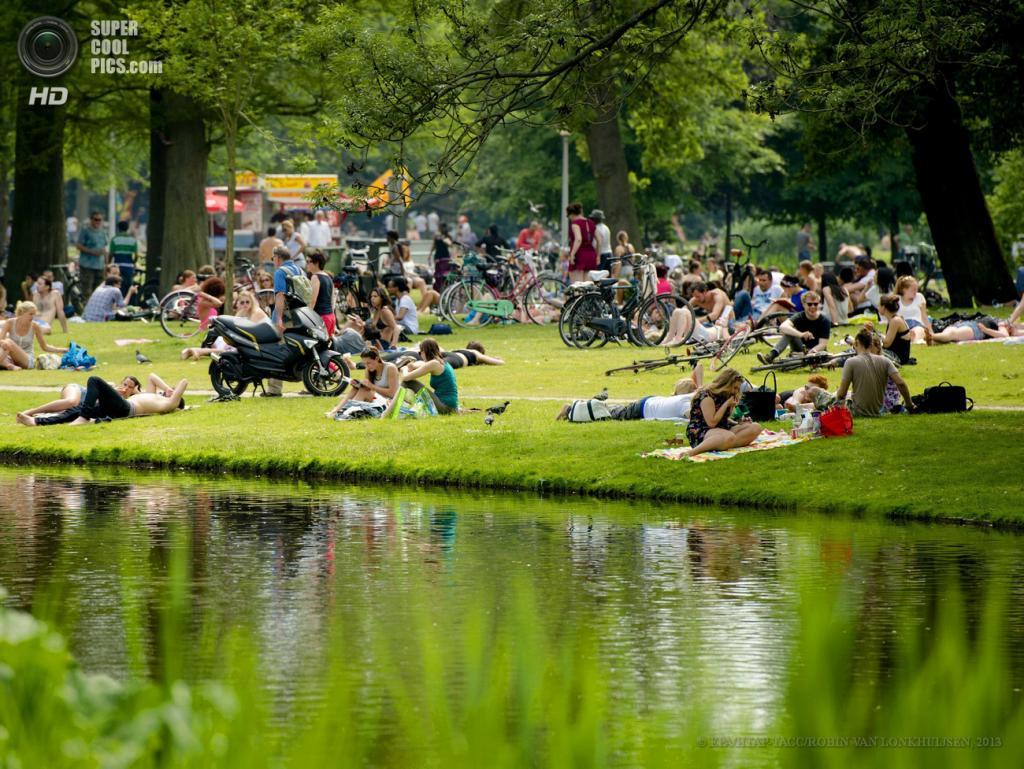 Нидерланды. Амстердам. 18 июня. (EPA/ИТАР-ТАСС/ROBIN VAN LONKHUIJSEN)