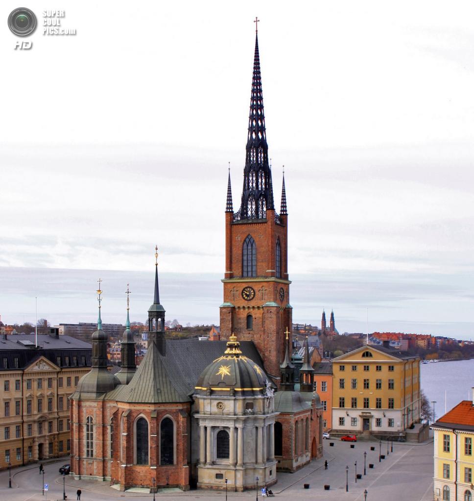 Швеция. Стокгольм. Церковь Риддархольмена — единственная сохранившаяся в Стокгольме средневековая монастырская церковь. Усыпальница шведских монархов. (Alexandru Baboş Albabos)
