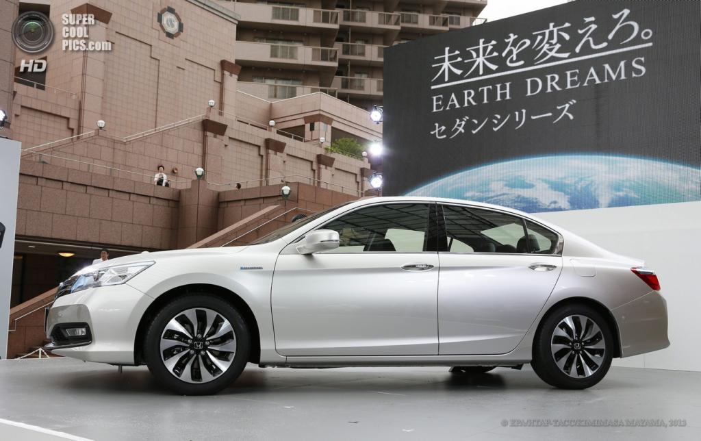 Япония. Токио. 20 июня. Во время презентации Honda Accord Hybrid. (EPA/ИТАР-ТАСС/KIMIMASA MAYAMA)