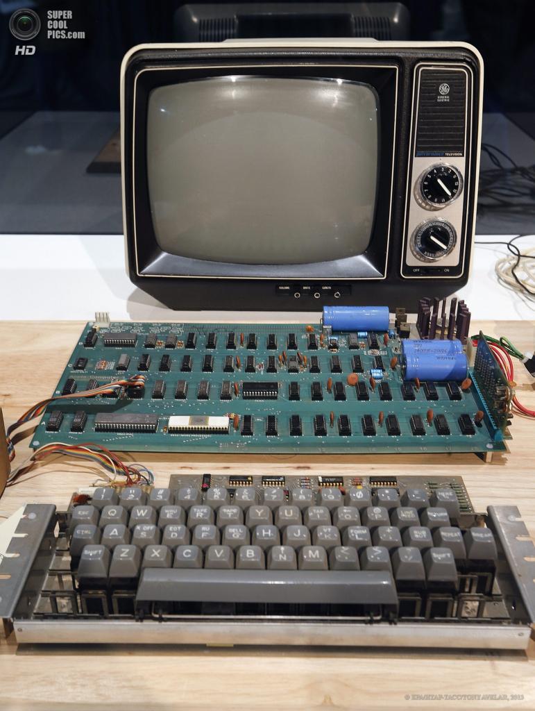 США. Маунтин-Вью, Калифорния. 24 июня. Apple-1 ценой $300 000. (EPA/ИТАР-ТАСС/TONY AVELAR)
