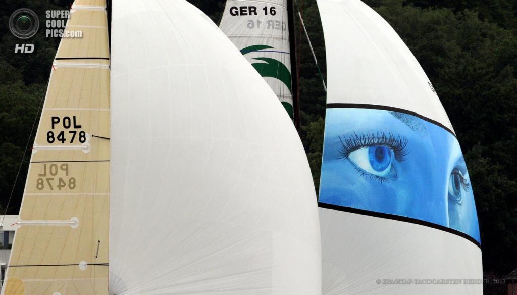 Германия. Киль, Шлезвиг-Гольштейн. 22 июня. На фестивале парусного спорта «Кильская неделя». (EPA/ИТАР-ТАСС/CARSTEN REHDER)