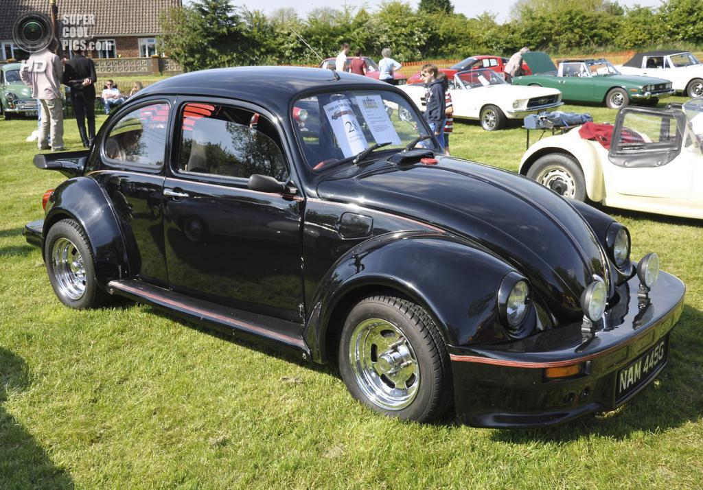 Великобритания. Бардуэлл, Саффолк. 26 мая. Volkswagen Beetle 1968 г.в. на выставке автомобилей Bardwell Car Show. (Martin Pettitt)