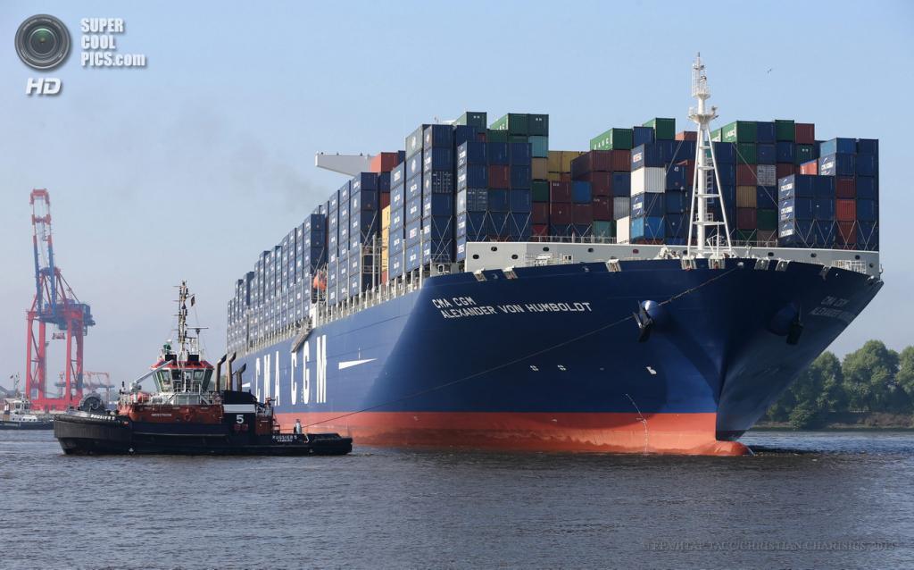 Германия. Гамбург. 28 мая. Контейнеровоз CMA CGM Alexander von Humboldt, построенный в мае, пробыл самым большим судном этого класса всего лишь один месяц, уступив звание контейнеровозу Mærsk Mc-Kinney Møller. Он является точной копией контейнеровоза CMA CGM Marco Polo и может перевозить 16 020 20-футовых ISO-контейнеров. (EPA/ИТАР-ТАСС/CHRISTIAN CHARISIUS)