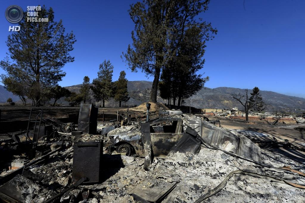 США. Ланкастер, Калифорния. 3 июня. Последствия природных пожаров. (EPA/ITAR-TASS/MICHAEL NELSON)