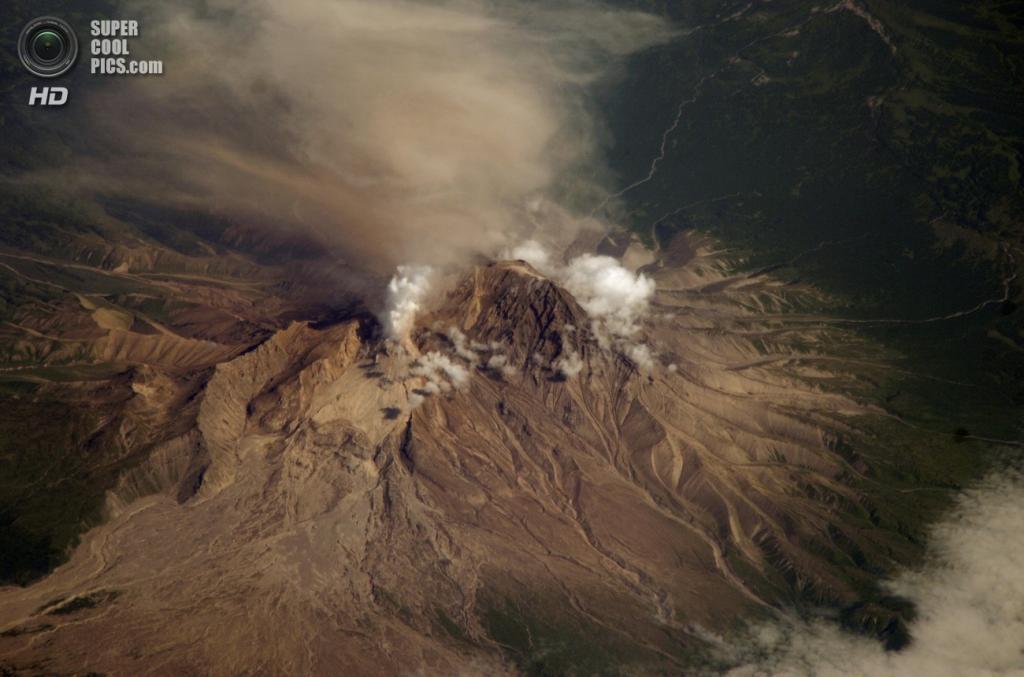 Вулкан Шивелуч. Последнее извержение — 2013 год. (NASA/JSC)