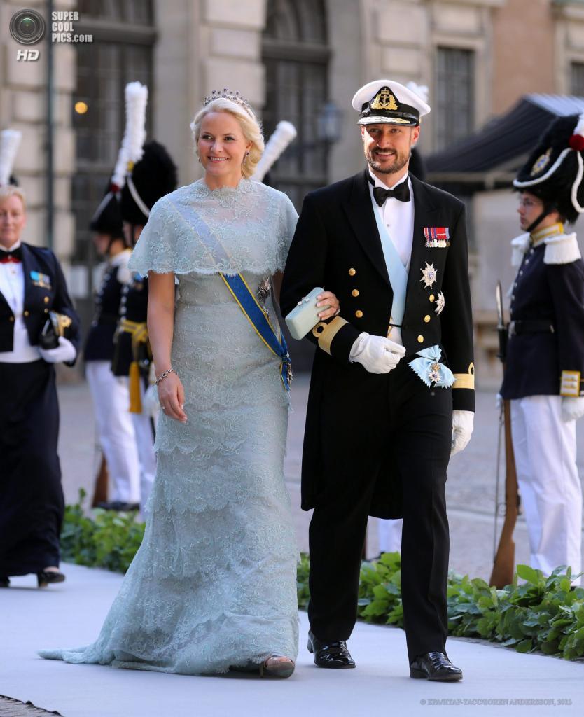 Швеция. Стокгольм. 8 июня. Кронпринц Норвегии Хокон с супругой Метте-Марит. (EPA/ИТАР-ТАСС/SOREN ANDERSSON)
