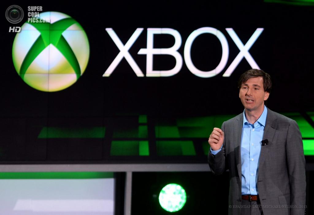 США. Лос-Анджелес, Калифорния. 10 июня.Президент Microsoft Interactive Entertainment Business Division Дон Маттрик открывает секцию Xbox на выставке E3 2013. (EPA/ИТАР-ТАСС/MICHAEL NELSON)