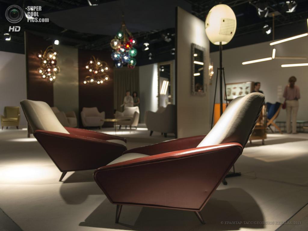 Швейцария. Базель. 13 июня. Стенд миланской галереи Nilufar на выставке Design Miami/Basel 2013. (EPA/ИТАР-ТАСС/GEORGIOS KEFALAS)