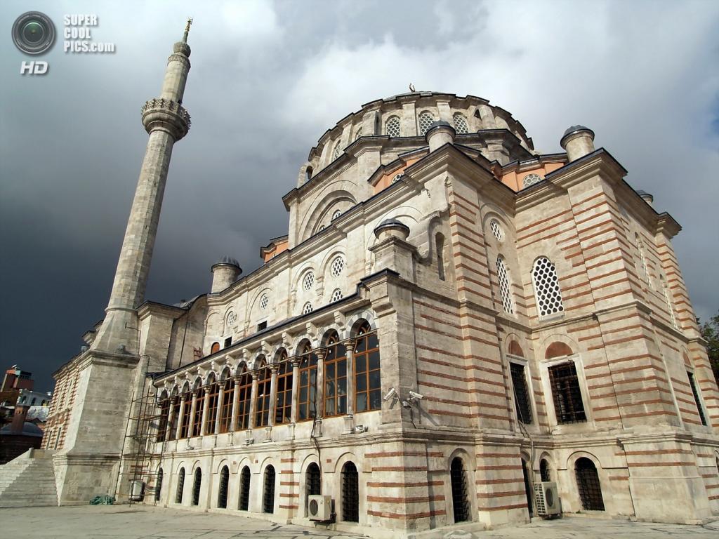 Лалели называют «тюльпанной» мечетью из-за формы купола. (Edal Anton Lefterov)