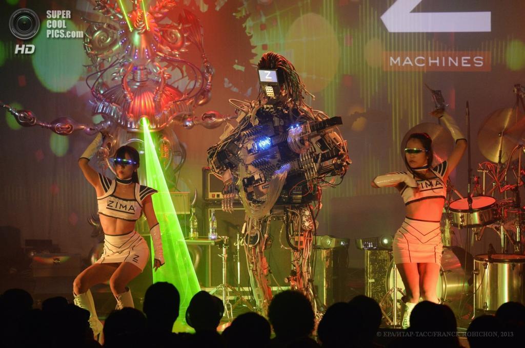 Япония. Токио. 23 июня. Дебютный концерт группы Z-Machines. (EPA/ИТАР-ТАСС/FRANCK ROBICHON)