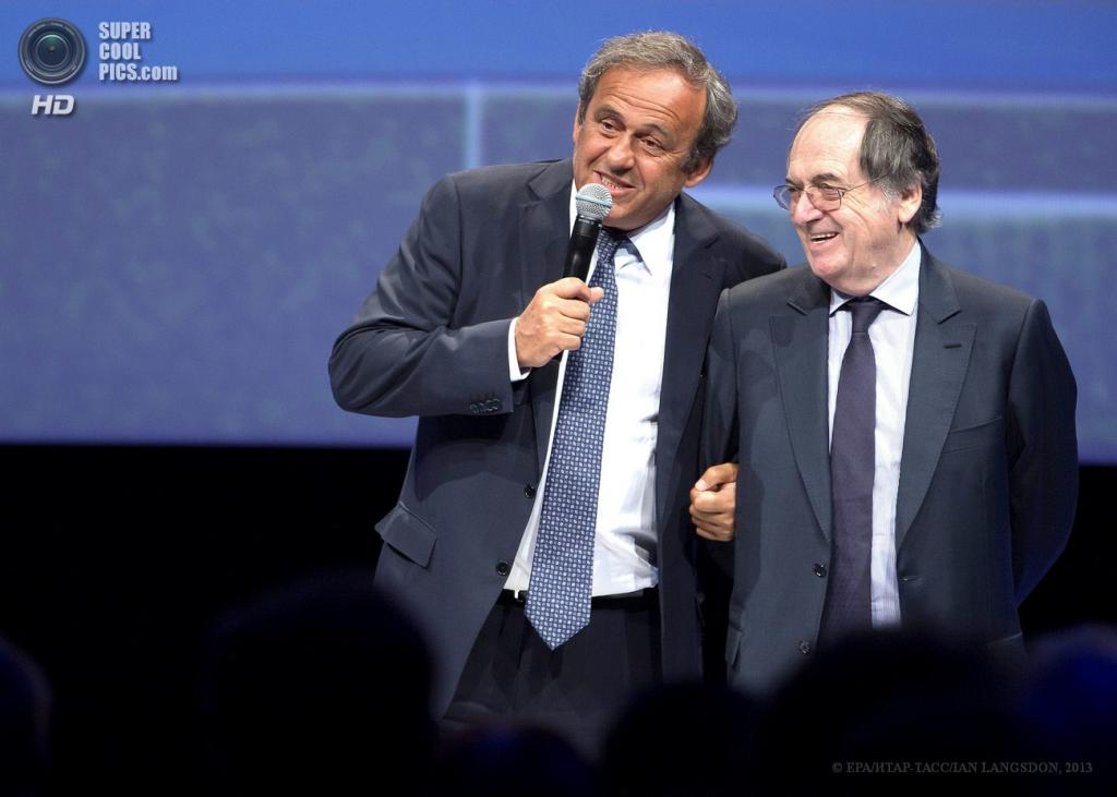 Франция. Париж. 26 июня. Президент УЕФА Мишель Платини (справа) и президент Федерации футбола Франции Ноэль Ле Граэ на презентации логотипа Евро-2016. (EPA/ИТАР-ТАСС/IAN LANGSDON)